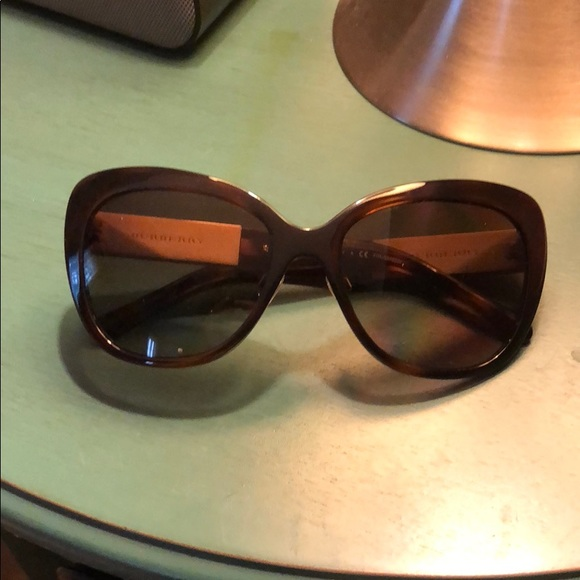 801788fa5a Burberry Accessories - Burberry tortoise sunglass